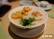 """#新冠疫情# 广州荔湾""""早茶传播链""""增至11人 餐厅防疫措施有哪些?"""